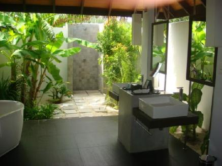 my-amazing-outdoor-bathroom